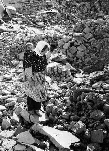 [تصویر:  Photos-of-an-Old-Earthquake-in-Iran_00.jpg]